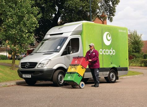 FTSE 100 plunges on widespread selling pressure, Ocado seals Marks & Spencer deal featured picture