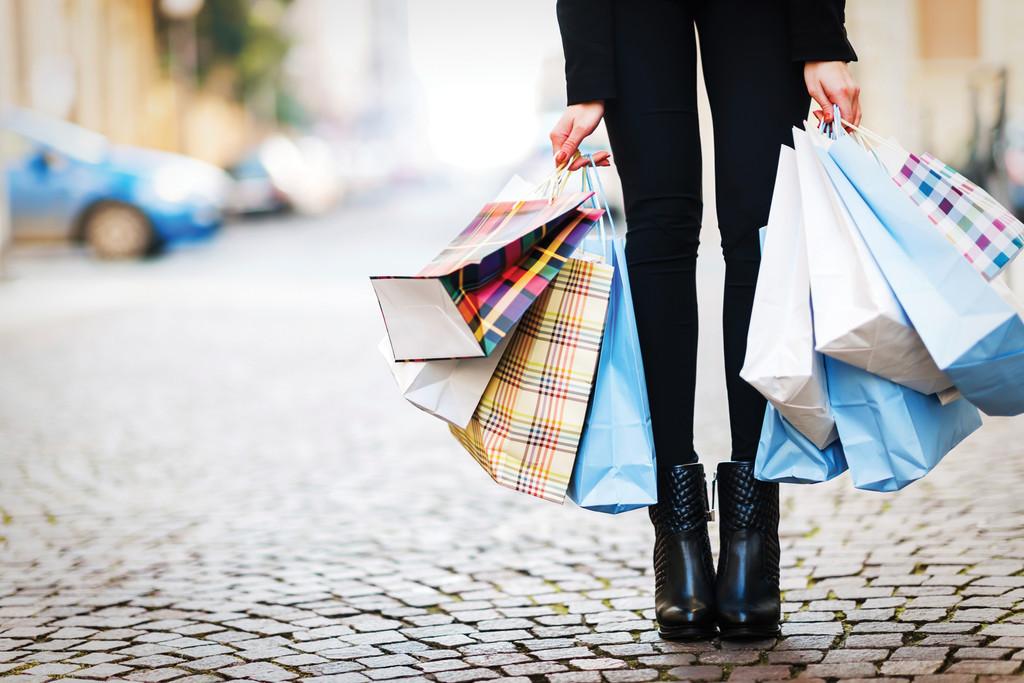 Sterling weakens as slow spending threatens UK retail sales