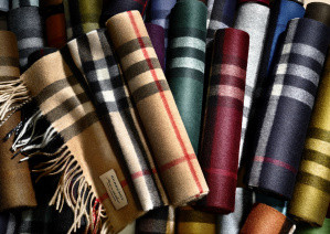 The Burberry Scarf Bar - Classic Cashmere Scarves_003