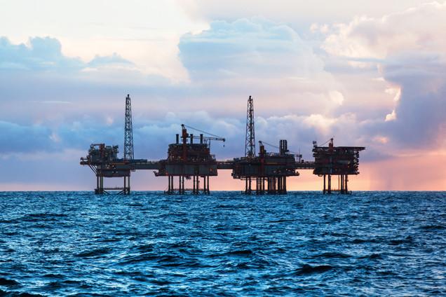 Shell and BP slump on sharp oil price drop