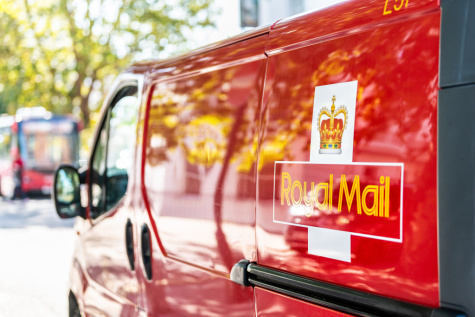 Royal Mail down 2% as parcel volumes retreat featured picture
